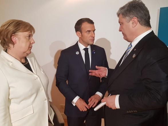 Порошенко обсудил сМакроном иМеркель выборы вДонбассе