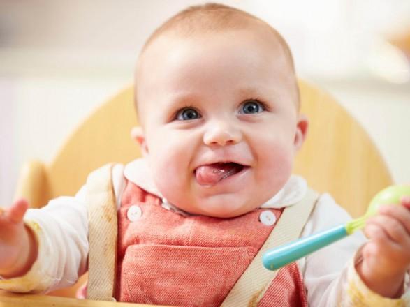 Лікар назвала небезпечні для життя малюків продукти