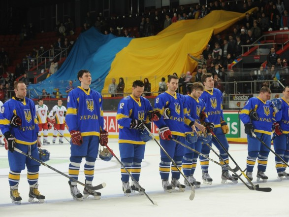 Двадцать два хоккеиста молодежной сборной отправились в Польшу на ЧМ