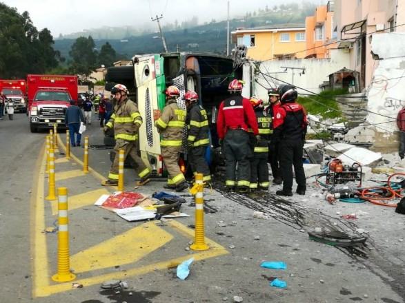 В Еквадорі більше 30 людей постраждали в результаті ДТП з автобусом