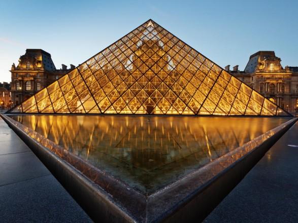 Картинки по запросу лувр стал самым посещаемым музеев мира