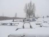 На водохранилище три человека провалились под лед, есть жертвы