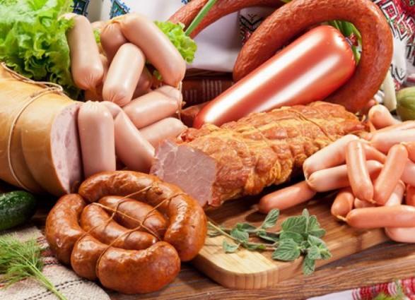 Експерт розповів, з чого в Україні виготовляють сосиски і ковбасу