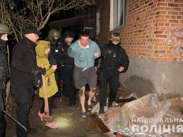 В Житомирской области мужчина забаррикадировался в квартире соседки и угрожал подорвать дом