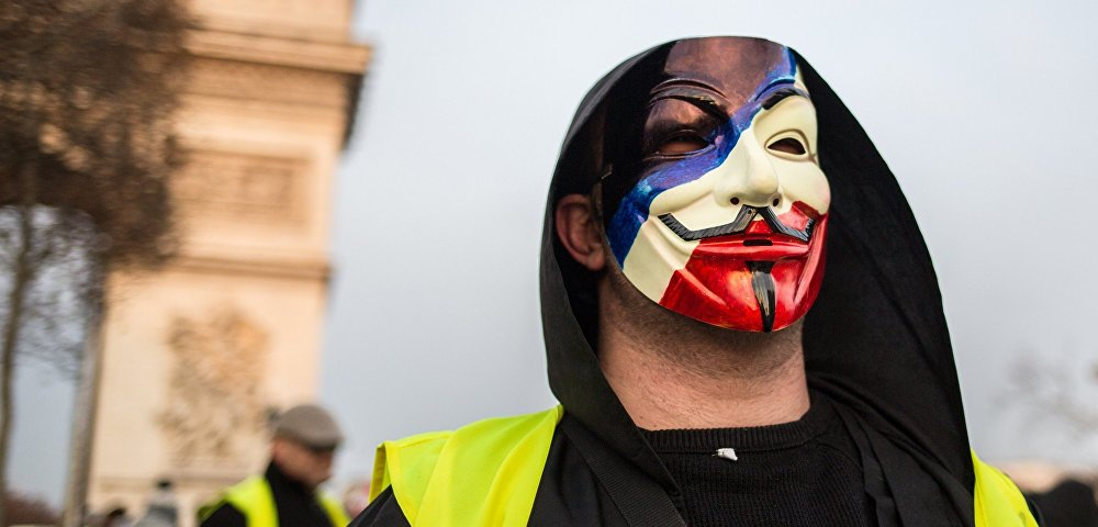 """Очередная суббота """"желтых жилетов"""" во Франции: установлен новый антирекорд, совершено нападение на радиостанцию"""