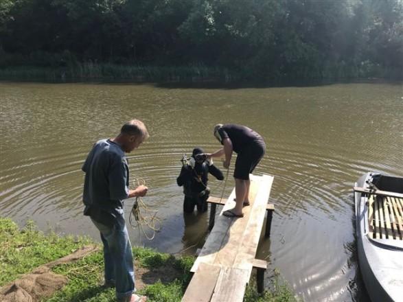 В Черкасской области из пруда достали тело 19-летнего юношу