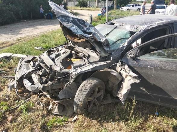 В Херсонской области автомобиль вылетел на остановку и насмерть сбил двух человек
