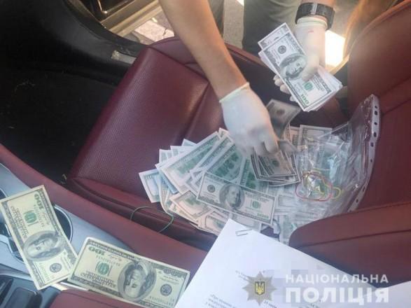 На Дніпропетровщині на хабарі в 25 тисяч доларів затримали голову ОТГ