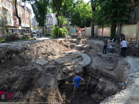 В центре Львова археологи обнаружили стены древнего храма
