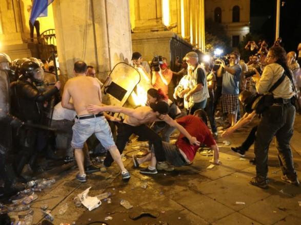 Спецназ розігнав акцію протесту в Тбілісі: постраждали 14 мітингувальників і 38 правоохоронців
