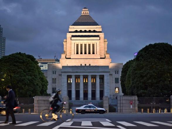 Премьер-министр Японии распустил правительство