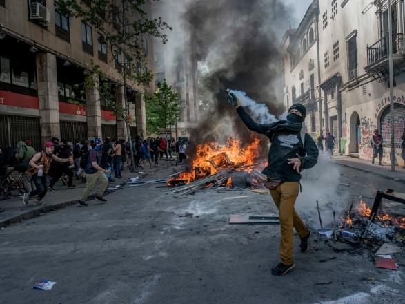 Массовые беспорядки в Чили: число погибших возросло до 13 человек