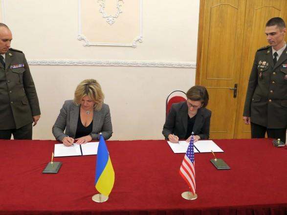 Україна та США підписали протокол щодо оборонного співробітництва