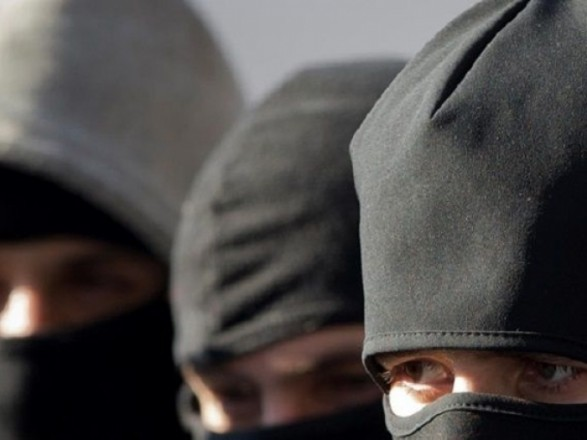 В Харькове 8 мужчин в балаклавах совершили разбойное нападение на квартиру