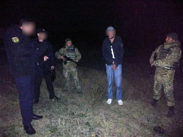 В Одесской области подозреваемый в убийстве напал на пограничника с ножом