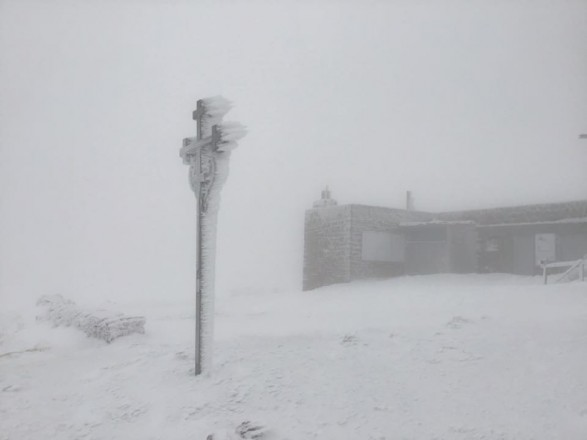 В Карпатах уже намело до 15 см снега