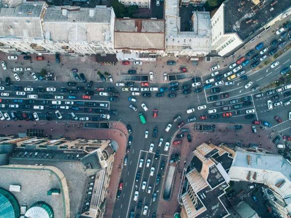 С утра пятницы Киев сковали пробки