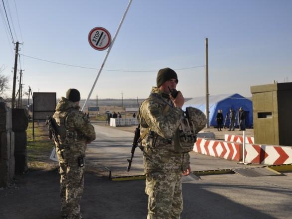 На КПВВ на Донбасі в чергах нарахували понад 200 автівок