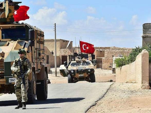 Турция перебрасывает на север Сирии военную технику на фоне наступления армии Асада
