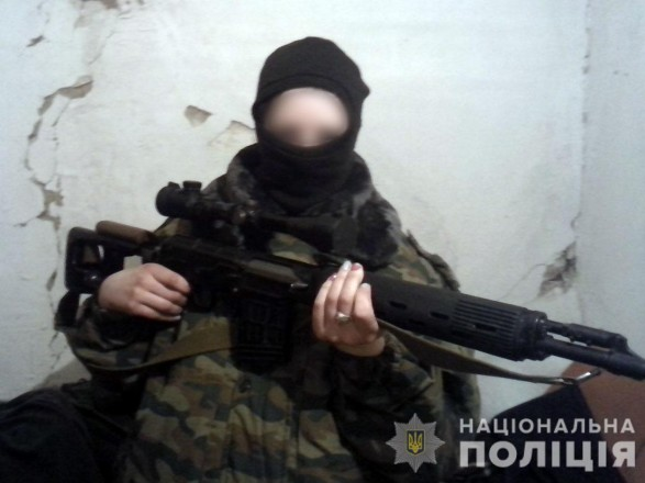 Полицейским в Донецкой области добровольно сдалась наёмница боевиков
