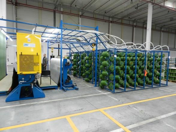 """Члены """"футбольной"""" ВСК посетили завод по производству искусственного газона: как это было"""