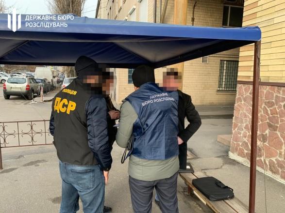 """""""Откат"""" на 2,5 млн грн: пособнику чиновника секретариата Кабмина сообщили о подозрении"""