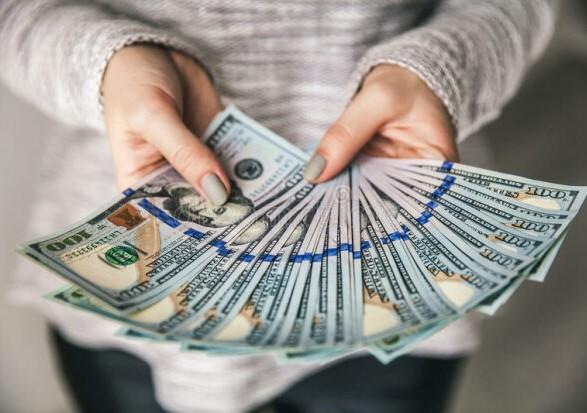 За прошлый год в Украину перевели почти 12 млрд долларов США
