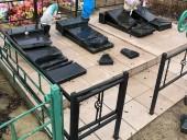 На Миколаївщині дві нетверезі ліцеїстки розбили пам'ятники на міському кладовищі