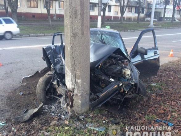 В Полтавской области автомобиль столкнулся с электроопорой, водитель госпитализирован