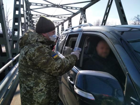 Перевірка на коронавірус: на кордоні з Польщею виявили двох людей із температурою