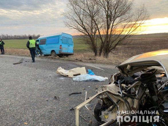 На Дніпропетровщині сталася ДТП за участю трьох автомобілів: є загиблий та травмовані