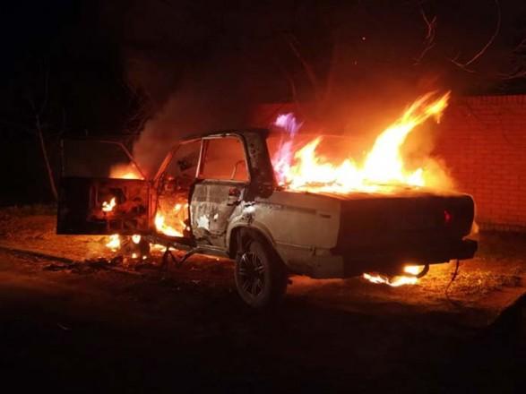 В Днепре во дворе дома сгорела машина
