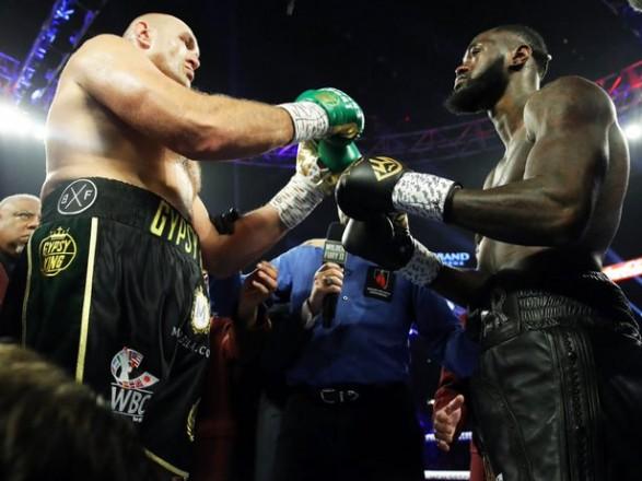 Названа дата третьего боксерского боя Уайлдер - Фьюри