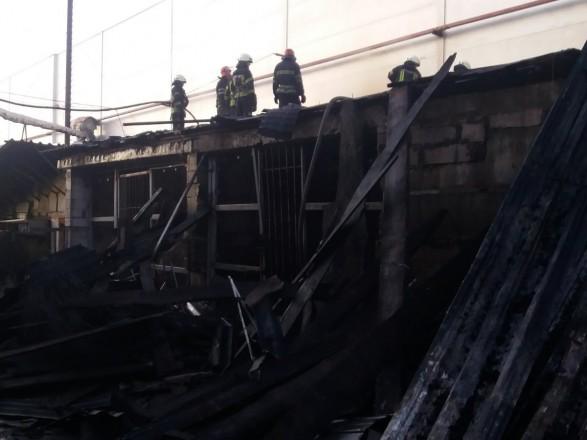 Мебельная фабрика загорелась в Киевской области