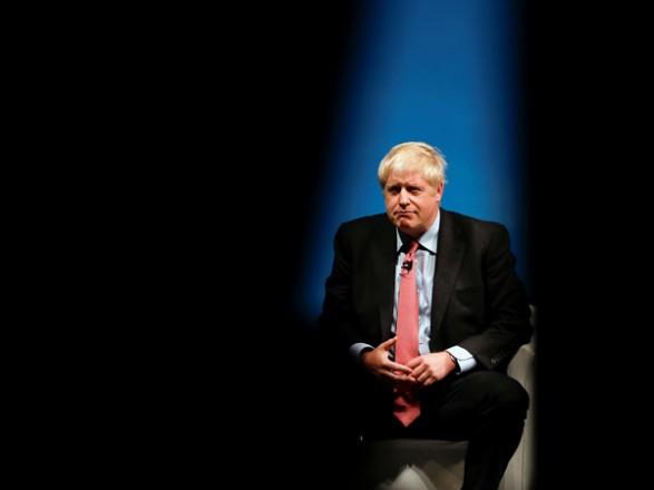 В Британии госпитализированного из-за коронавируса премьера Джонсона переместили в реанимацию