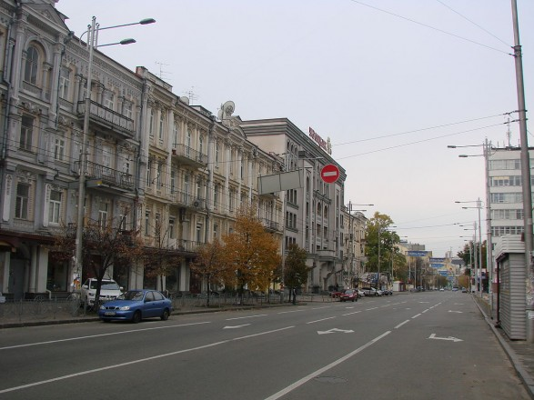 В Киеве частично ограничат движение транспорта по улице Жилянской