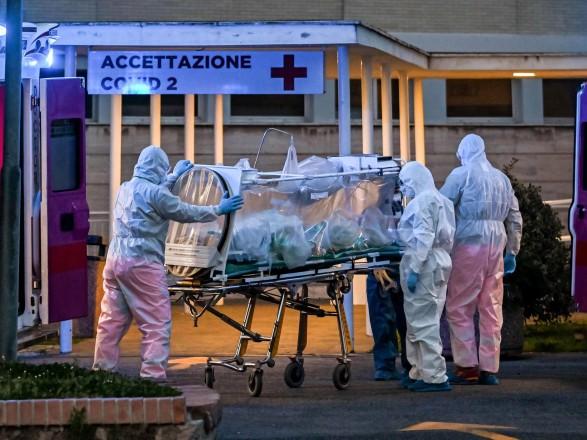 Пандемия коронавируса: в Италии уменьшается нагрузка на больницы и темпы COVID-19, всего - 22 745 жертв