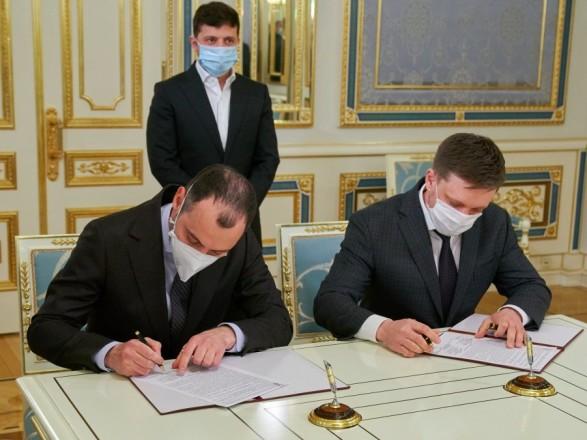 В Офисе Президента подписали соглашение о финансировании и обновления дорог на более чем 5,7 млрд гривен