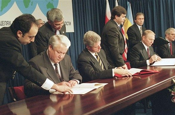 Украина ждет помощи Великобритании и США касательно нарушенного Будапештского меморандума - Резников