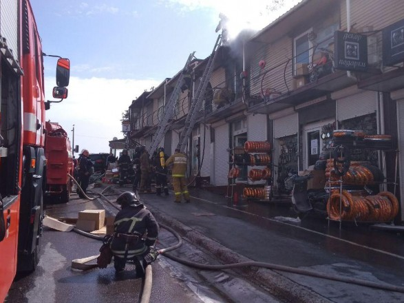 """В Одесской области произошел пожар на рынке """"7 километр"""""""