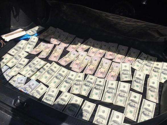 У Києві приватного виконавця затримали на хабарі у розмірі 5 тис. долларів