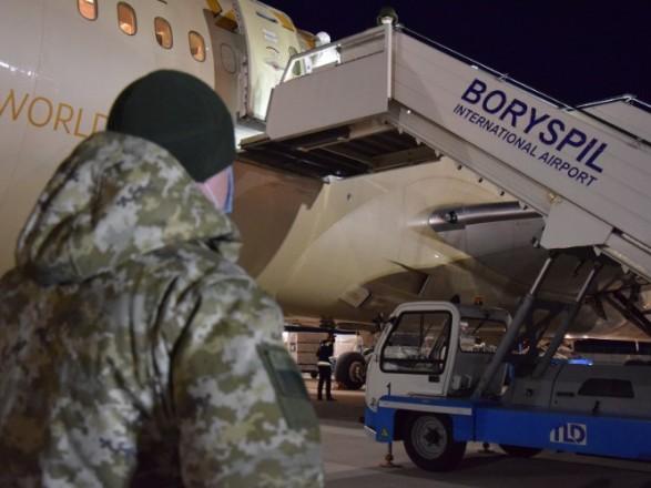 Самолетами в Украину вернулось еще 320 человек
