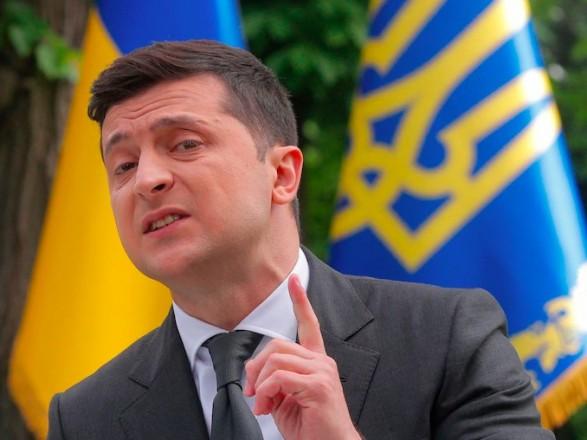 """Зеленский своей реакцией на """"пленки Деркача"""" снова погрузился в политику США - WP"""