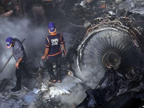 Авиакатастрофа в Пакистане: власти подтвердили гибель по меньшей мере 76 человек