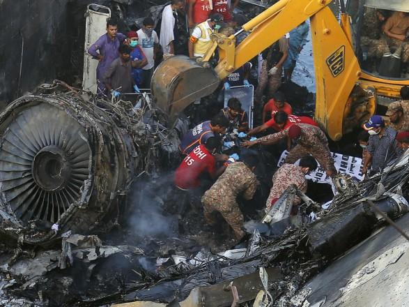 Авиакатастрофа в Пакистане: число погибших возросло до 97 человек