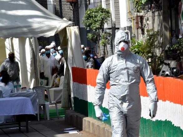 В Индии третий день подряд рекордный суточный прирост инфицированных COVID-19