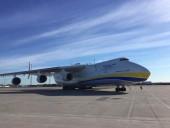 """Український літак """"Мрія"""" доправив частину другого медичного вантажу до Канади"""