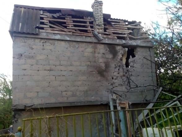 Боевики из запрещенного оружия обстреляли поселок Каменка
