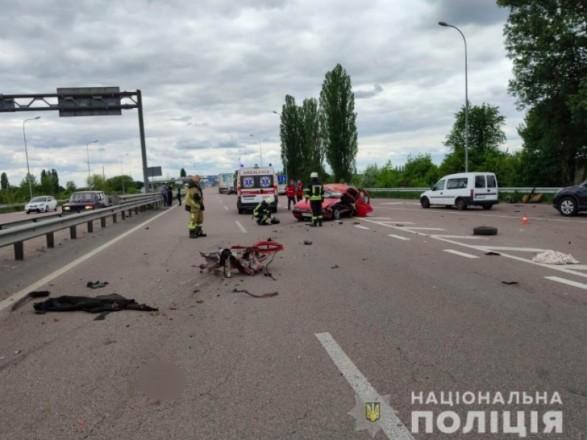 В Киевской области легковушка влетела в отбойник - погибли три человека, среди которых ребенок