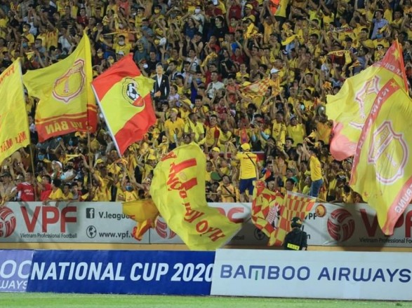 Несмотря на пандемию: во Вьетнаме на футбольные матчи позволили пускать болельщиков